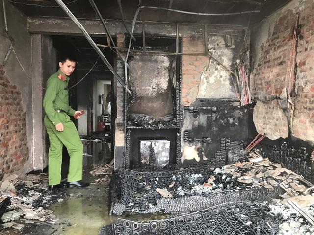 Cận cảnh bên trong khách sạn 4 sao vừa xảy ra hỏa hoạn, một phòng bị thiêu rụi hoàn toàn - Ảnh 8.