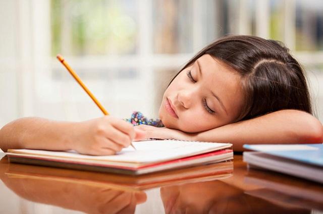 Giáo sư đại học nổi tiếng ở Mỹ chỉ ra 5 lý do làm bài tập về nhà sẽ nguy hại với học sinh tiểu học, ai đọc xong cũng gật gù đồng tình - Ảnh 1.