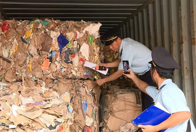 Hơn 1.500 container phế liệu nằm ăn vạ ở cảng Cát Lái nhiều năm - Ảnh 1.