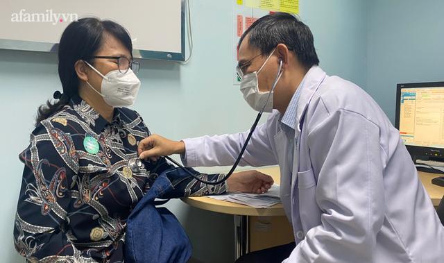 """Ký ức bất lực nhìn bệnh nhân ra đi của vị bác sĩ 20 năm vừa làm thầy giáo vừa chữa bệnh và lời nhắn nhủ sinh viên: """"Y khoa là ngành phải dấn thân"""" - Ảnh 3."""