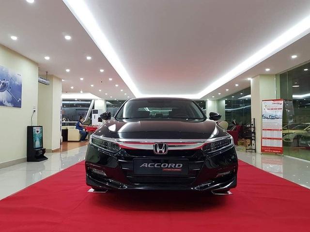 Đại lý xả kho Honda Accord với giá sập sàn: Giảm cao nhất 320 triệu đồng, chạm đáy mới tại Việt Nam - Ảnh 3.