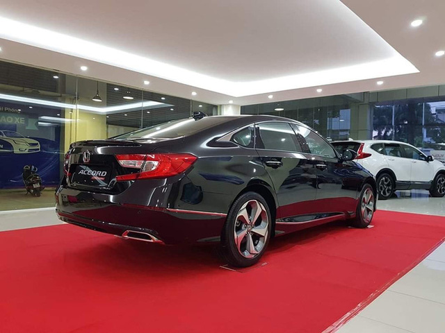 Đại lý xả kho Honda Accord với giá sập sàn: Giảm cao nhất 320 triệu đồng, chạm đáy mới tại Việt Nam - Ảnh 4.