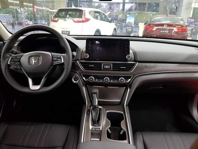 Đại lý xả kho Honda Accord với giá sập sàn: Giảm cao nhất 320 triệu đồng, chạm đáy mới tại Việt Nam - Ảnh 5.