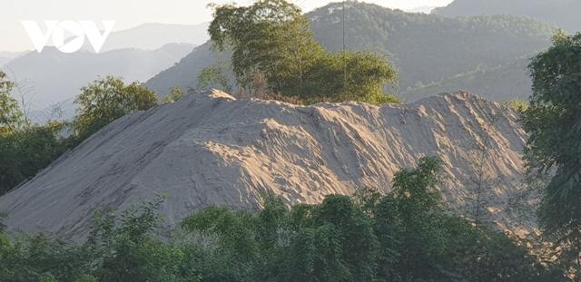 Ảnh: Rầm rộ khai thác cát dưới chân cầu Tô Mậu (Yên Bái) - Ảnh 9.
