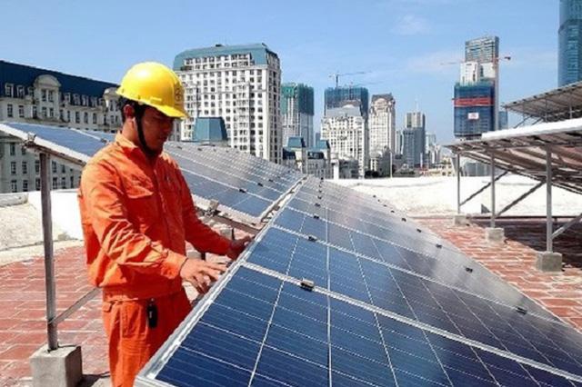 """Xử lý tấm thu năng lượng mặt trời hết hạn: Biến rác thải thành… """"tiền"""" - Ảnh 1."""