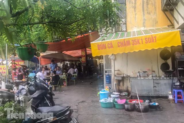 Cận cảnh các chung cư trước nguy cơ đổ sập bất cứ lúc nào ở Hà Nội - Ảnh 15.