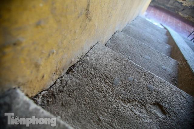 Cận cảnh các chung cư trước nguy cơ đổ sập bất cứ lúc nào ở Hà Nội - Ảnh 6.