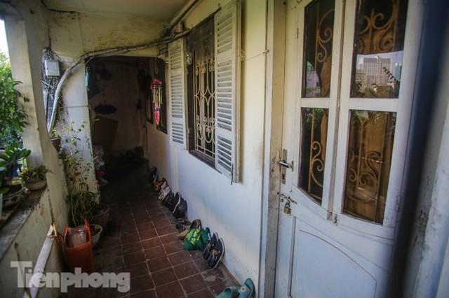 Cận cảnh các chung cư trước nguy cơ đổ sập bất cứ lúc nào ở Hà Nội - Ảnh 8.