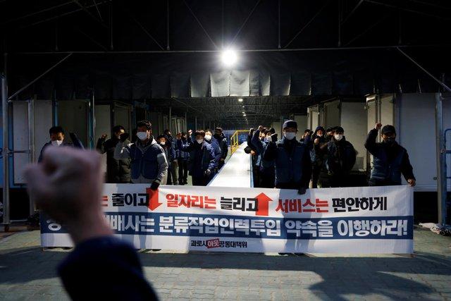Thảm cảnh những nhân viên giao hàng Hàn Quốc: Bán mạng vì miếng ăn thời đại dịch - Ảnh 2.