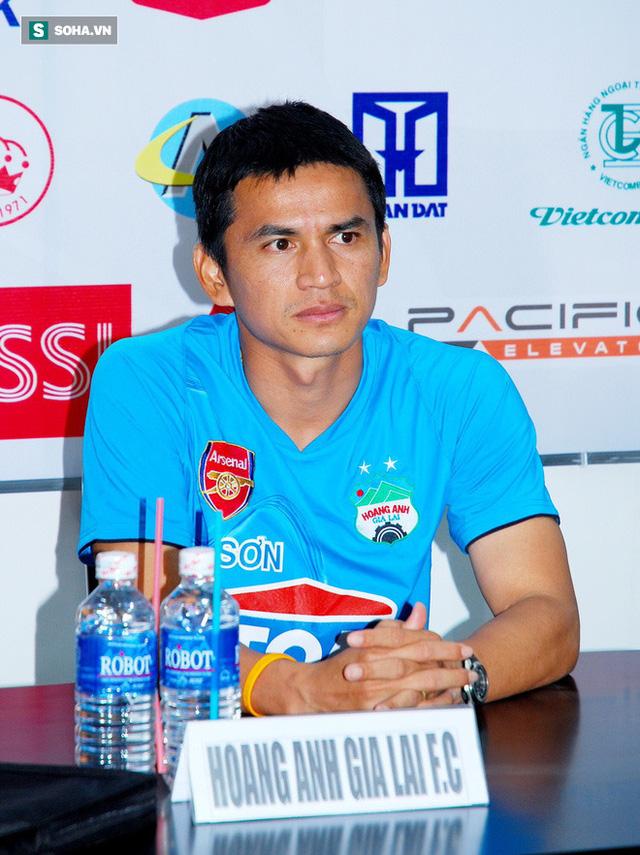 Kiatisuk tự vấn chuyện khó hiểu ở HAGL, nói lời so sánh V.League và Thai League - Ảnh 1.