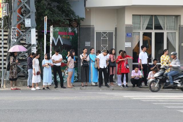 Phù phép, biến người Trung Quốc thành người Việt Nam - Ảnh 1.