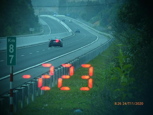 Vội đi ăn cưới, tài xế BMW phóng như bay với tốc độ 223 km/giờ trên cao tốc - Ảnh 1.
