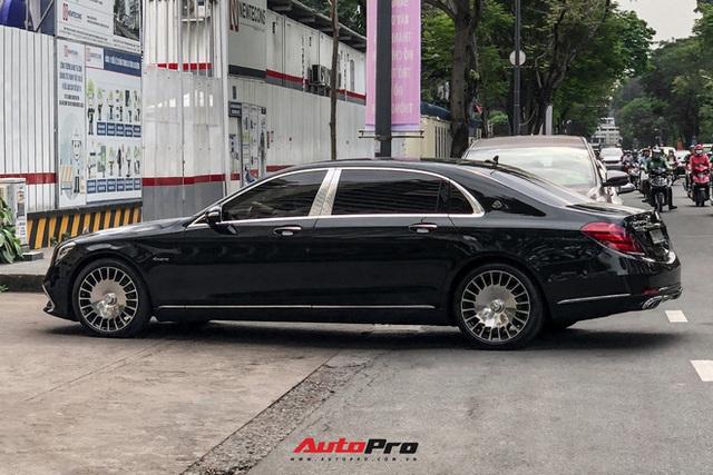 HOT: Loạt xe khủng đưa dâu trong đám hỏi Phan Thành, chú rể cầm lái Rolls-Royce Wraith 34 tỷ đồng - Ảnh 13.