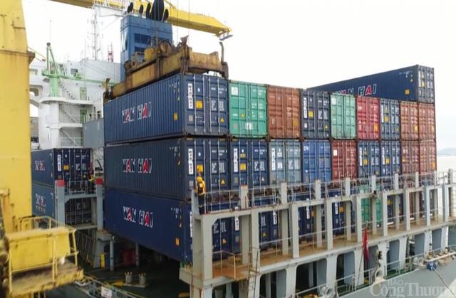 Xuất khẩu gặp khó vì thiếu container rỗng trong mùa cao điểm - Ảnh 1.