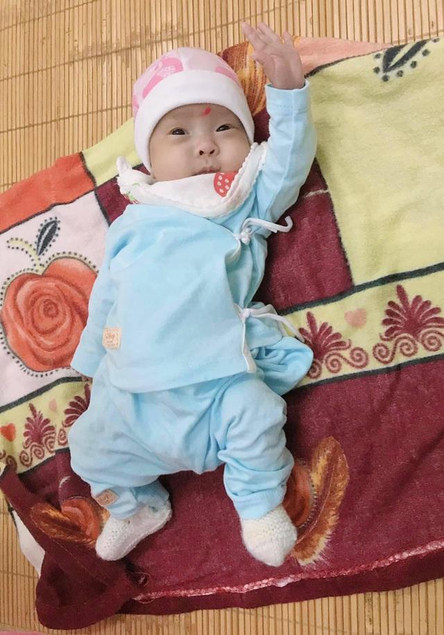 Hành trình kỳ diệu nuôi sống bé sinh non nhẹ cân nhất Việt Nam, từ 480gr lên 2,1kg - Ảnh 2.