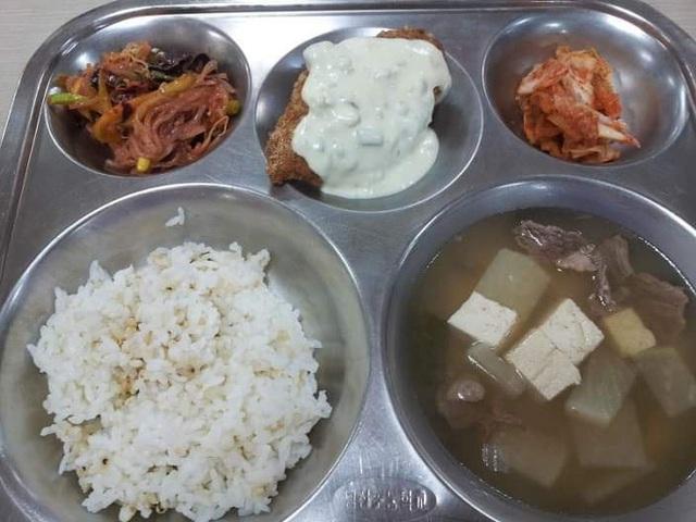 Những suất cơm canteen của học sinh Hàn Quốc: Giá thành rẻ, nhìn đơn giản nhưng chế độ dinh dưỡng hàng top thế giới - Ảnh 5.