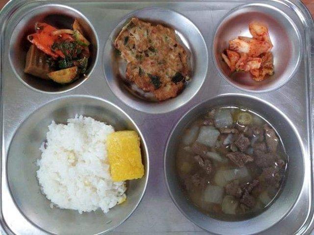Những suất cơm canteen của học sinh Hàn Quốc: Giá thành rẻ, nhìn đơn giản nhưng chế độ dinh dưỡng hàng top thế giới - Ảnh 7.