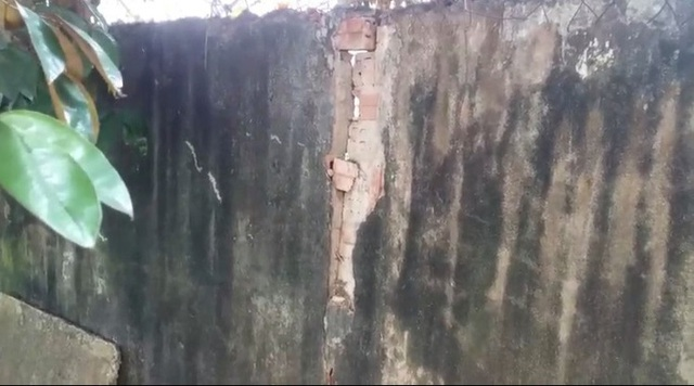 CLIP: Gần 30 m tường bao của 1 trường tiểu học ở Đồng Nai bất ngờ đổ sập  - Ảnh 5.
