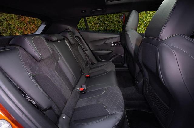Peugeot 2008 nhận cọc tại đại lý: Giá dự kiến trên 700 triệu, kịp có xe chạy ưu đãi trước bạ, cạnh tranh Hyundai Kona - Ảnh 7.