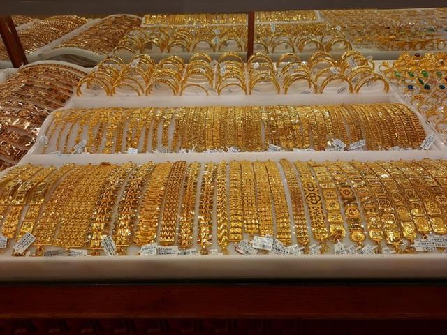 Giá vàng hôm nay 27-11: Bật tăng, bất chấp quỹ đầu tư tiếp tục bán ra  - Ảnh 1.