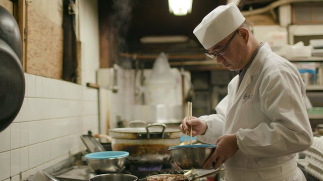 Chỉ bán cơm trứng nhưng nhà hàng Nhật này đã tồn tại suốt 250 năm, khách xếp hàng 4 tiếng cũng chưa chắc mua được - Ảnh 2.
