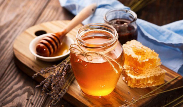Trẻ bị ho muốn dùng mật ong để chữa bệnh: Chuyên gia cảnh báo những trẻ tuyệt đối không được áp dụng - Ảnh 1.