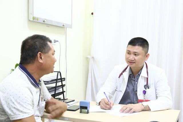 Bác sĩ BV Việt Đức cảnh báo căn bệnh khiến tê chân, chuột rút về chiều: Phụ nữ thường đi giày cao gót cần hết sức lưu ý - Ảnh 2.