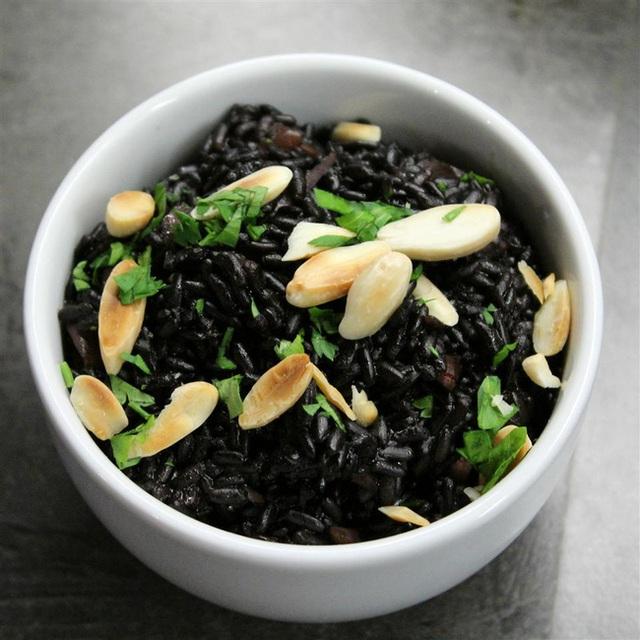Loại thực phẩm màu đen được chuyên gia ca ngợi là thuốc bổ khỏe thân, lại dưỡng nhan vào mùa đông, phụ nữ càng ăn sẽ càng khỏe và trẻ ra - Ảnh 2.
