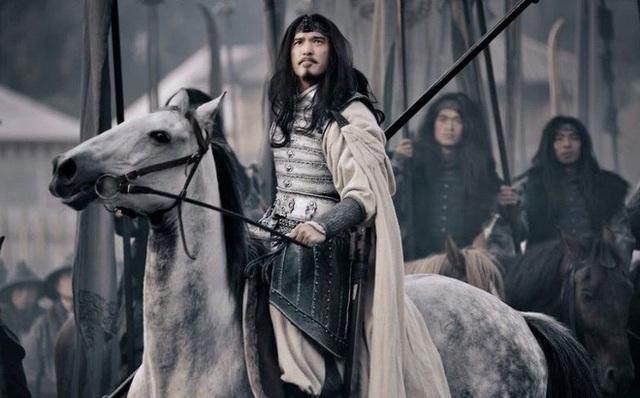 Thân là ngũ hổ tướng lại từng đánh cho Tào Tháo tan tác, vì lẽ gì Mã Siêu không được Gia Cát Lượng dẫn theo khi xuất chinh? - Ảnh 1.