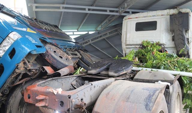 Xe bồn chở gas lao vào nhiều nhà dân trên Quốc lộ 20, gây cảnh tượng kinh hoàng  - Ảnh 2.