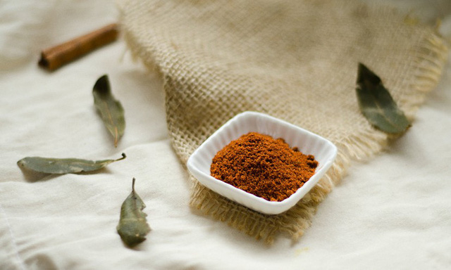Bất ngờ với cách thêm 1 chút bột này vào cà phê: Vừa dễ uống, vừa có 6 lợi ích sức khỏe - Ảnh 1.