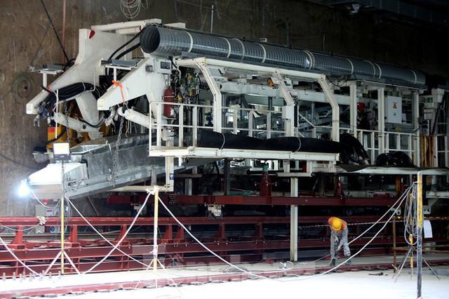 Cận cảnh lắp ráp robot đào hầm khủng nặng 850 tấn thi công Metro Nhổn - ga Hà Nội - Ảnh 2.