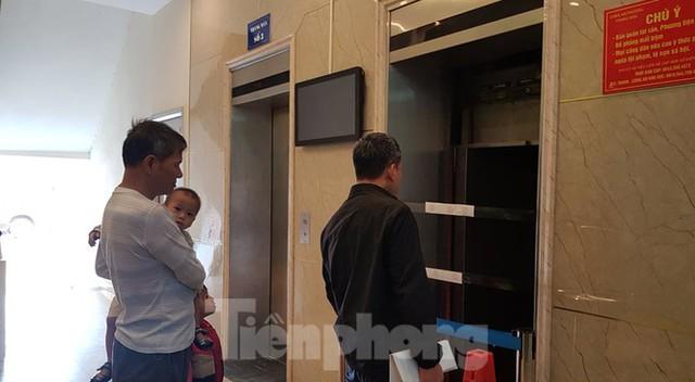 Hiện trường vụ rơi thang máy khiến nhiều người bị thương ở Hà Nội - Ảnh 13.
