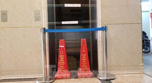 Hiện trường vụ rơi thang máy khiến nhiều người bị thương ở Hà Nội - Ảnh 4.