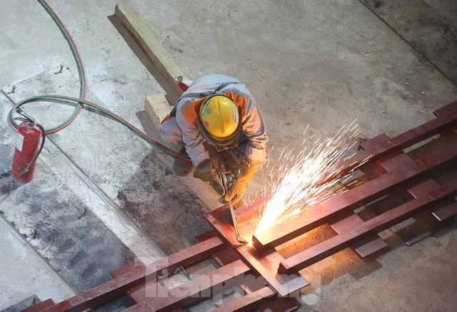 Cận cảnh lắp ráp robot đào hầm khủng nặng 850 tấn thi công Metro Nhổn - ga Hà Nội - Ảnh 4.