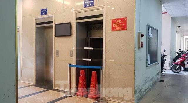 Hiện trường vụ rơi thang máy khiến nhiều người bị thương ở Hà Nội - Ảnh 5.