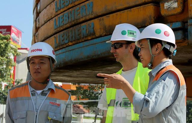 Cận cảnh lắp ráp robot đào hầm khủng nặng 850 tấn thi công Metro Nhổn - ga Hà Nội - Ảnh 6.