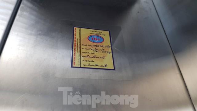 Hiện trường vụ rơi thang máy khiến nhiều người bị thương ở Hà Nội - Ảnh 9.