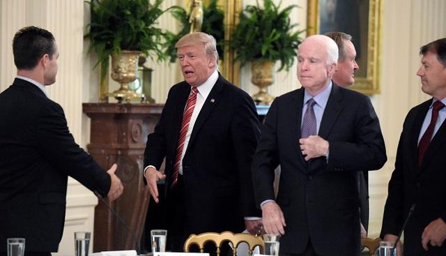Điều gì khiến thành trì 20 năm của đảng Cộng hòa bất ngờ quay lưng với ông Trump? - Ảnh 2.