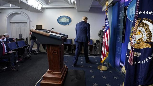 Giáo sư Mỹ: Kiện tụng cũng không thể giúp TT Trump thay đổi được kết quả bầu cử - Ảnh 1.