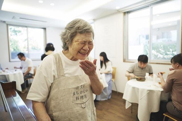 Bất ngờ về Nhà hàng của các món ăn bị phục vụ sai tại Nhật Bản: Khi ăn uống không còn quan trọng bằng việc lan tỏa thông điệp ý nghĩa này! - Ảnh 14.