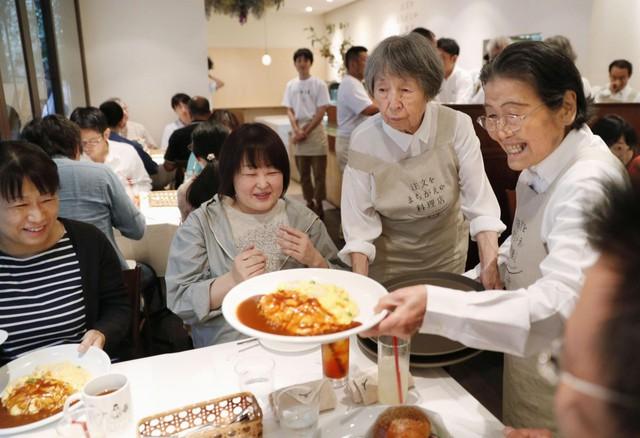 Bất ngờ về Nhà hàng của các món ăn bị phục vụ sai tại Nhật Bản: Khi ăn uống không còn quan trọng bằng việc lan tỏa thông điệp ý nghĩa này! - Ảnh 4.