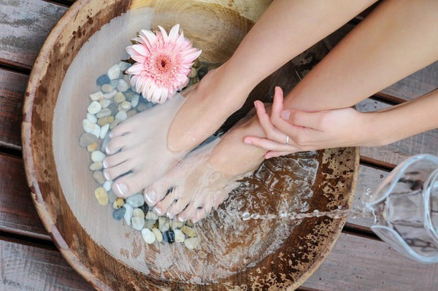 Ngứa ngáy, bong tróc da ở chân trong mùa đông có thể do 8 nguyên nhân này, nhiều người sợ nhất nguyên nhân thứ 5 và thứ 7 - Ảnh 3.