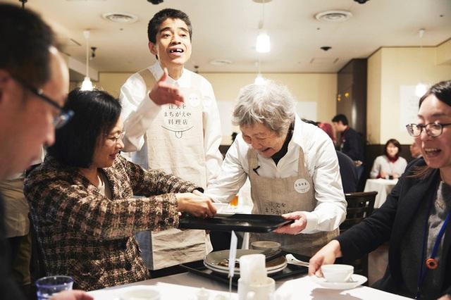 Bất ngờ về Nhà hàng của các món ăn bị phục vụ sai tại Nhật Bản: Khi ăn uống không còn quan trọng bằng việc lan tỏa thông điệp ý nghĩa này! - Ảnh 6.