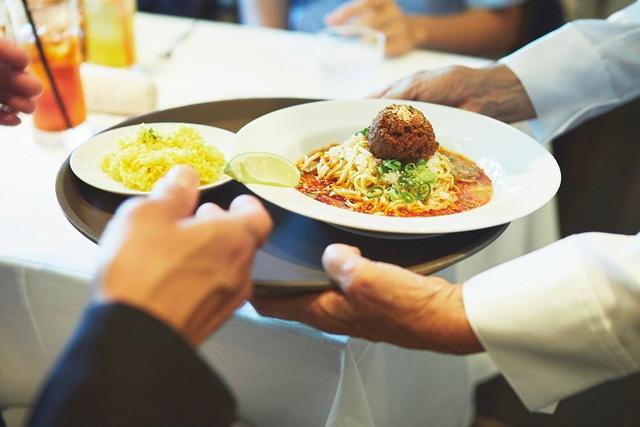 Bất ngờ về Nhà hàng của các món ăn bị phục vụ sai tại Nhật Bản: Khi ăn uống không còn quan trọng bằng việc lan tỏa thông điệp ý nghĩa này! - Ảnh 7.