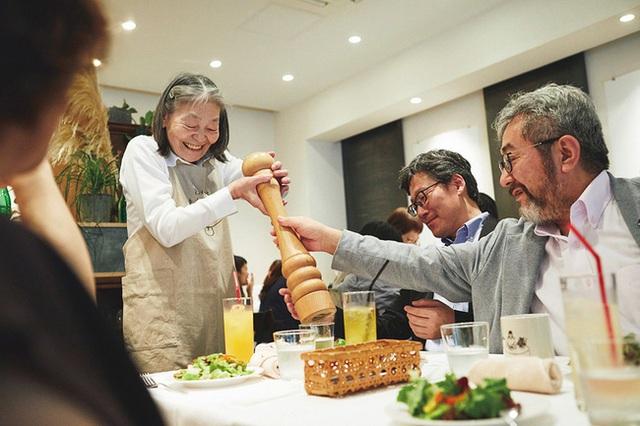 Bất ngờ về Nhà hàng của các món ăn bị phục vụ sai tại Nhật Bản: Khi ăn uống không còn quan trọng bằng việc lan tỏa thông điệp ý nghĩa này! - Ảnh 11.