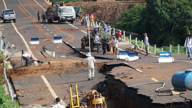 Khởi tố vụ đường 250 tỉ đồng vừa làm xong đã tan nát ở Gia Lai  - Ảnh 3.