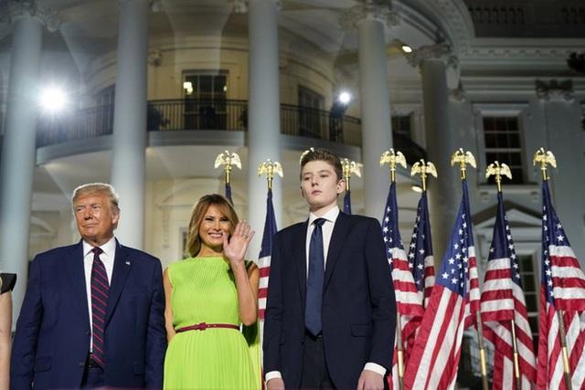 Từ cậu bé đầu tiên chuyển đến sống ở Nhà Trắng, trong 4 năm nhiệm kỳ của bố, Barron Trump đã thu hút sự chú ý của thế giới như thế nào? - Ảnh 15.