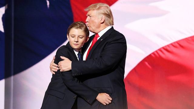 Từ cậu bé đầu tiên chuyển đến sống ở Nhà Trắng, trong 4 năm nhiệm kỳ của bố, Barron Trump đã thu hút sự chú ý của thế giới như thế nào? - Ảnh 16.