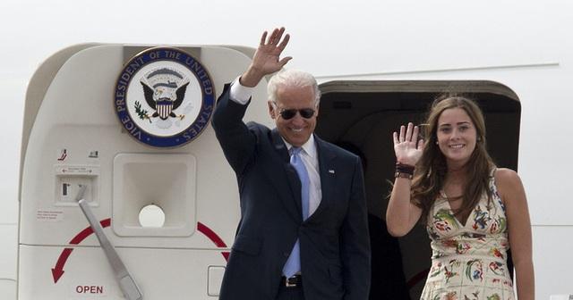 Cháu gái tinh hoa của ông Joe Biden: Vẻ ngoài cuốn hút, học vấn đỉnh cao, được ví như tiểu Ivanka cùng tình bạn kín tiếng với con gái ông Trump - Ảnh 3.